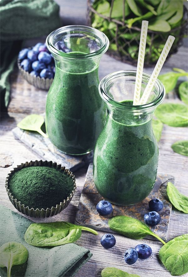 Green smoothies: alkaline green smoothie recipes to detox, lose weight, and feel energized. Leafy greens are among the most nutritious foods on earth. #greensmoothie