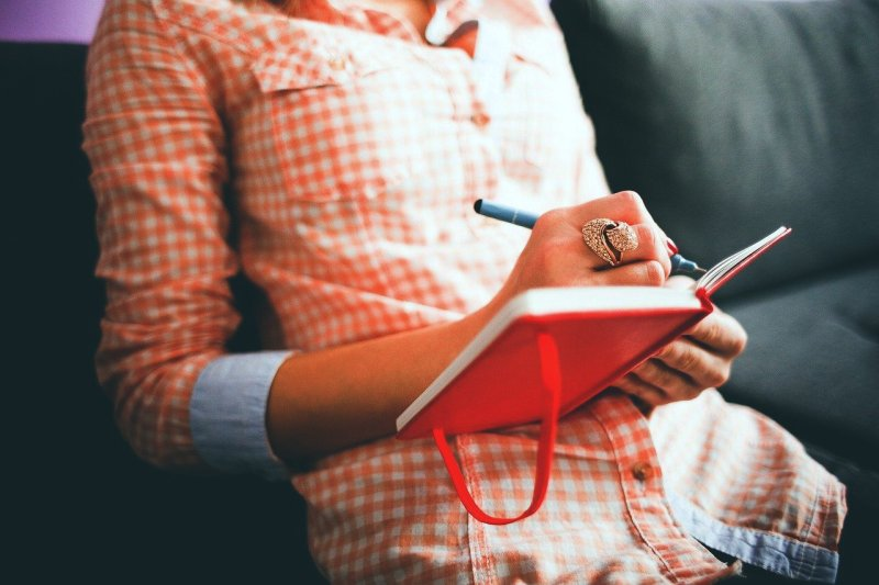 Journaling isn't just good for the mind, but the body as well. One physical benefit is the fact that it helps you look at some of your bad habits that might be keeping you from being the healthiest person you can be.